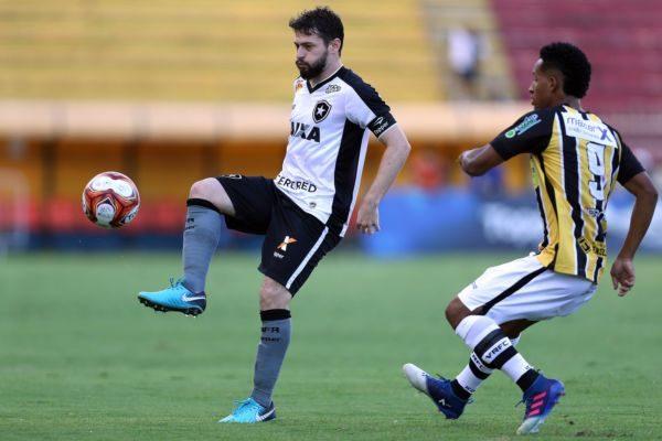 Voltaço e Botafogo ficaram no empate em jogo bem movimentado no Raulino