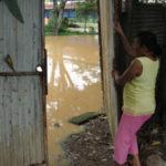 Preocupação: Moradores estão preocupados o nível água. (Foto: Júlio Amaral).
