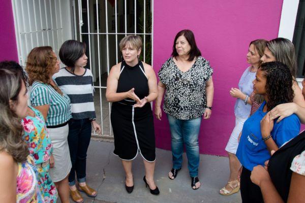 Equipe: Dayse Penna e a equipe de sua secretaria conversam sobre convênios com governo estadual (Foto: Secom PMVR)