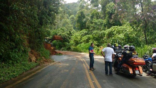 Prefeito Diogo Balieiro indica rota alternativa para turistas em um dos bloqueios