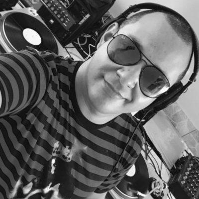 O DJ Daniel Freitas (aniversariante do dia)