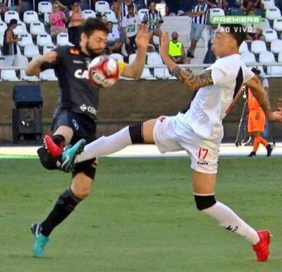Rildo deu entrada violenta que quebrou a perna de João Paulo