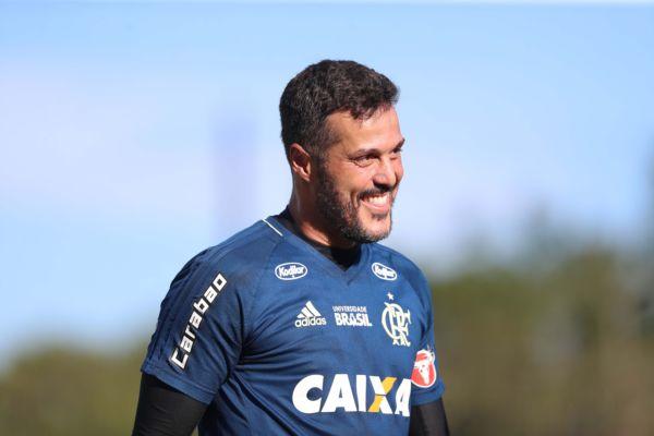 9bbfd6abc5995 Júlio César encerra uma carreira vitoriosa no clube de coração - Diário do  Vale