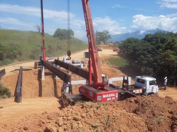 Pontes: Obras seguem em ritmo acelerado no local. 40% da via já está com sub base e base prontas para receber o asfalto - Divulgação