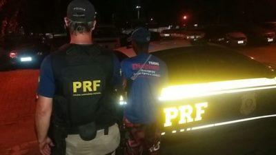 Motorista parou caminhão na pista e teste de bafômetro acusou uso de álcool (crédito PRF)