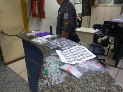 Polícia encontra grande quantidade de drogas escondidas em obra (crédito PM)
