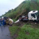 Acidente aconteceu na altura do km 266, no sentido São Paulo (Foto: Enviada pelo WhatsApp)