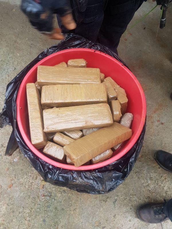 Segundo delegado, foram apreendidas cerca de 60 quilos de drogas (foto: Enviada por WhatasApp)