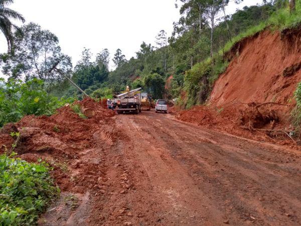 Estado precário: Estrada que tem um trecho conhecido como 'Serra do M' dá acesso à região, mas motoristas precisam ter muito cuidado (Foto: Divulgação)