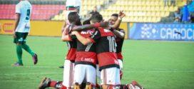 Flamengo goleia a Portuguesa e está nas semifinais
