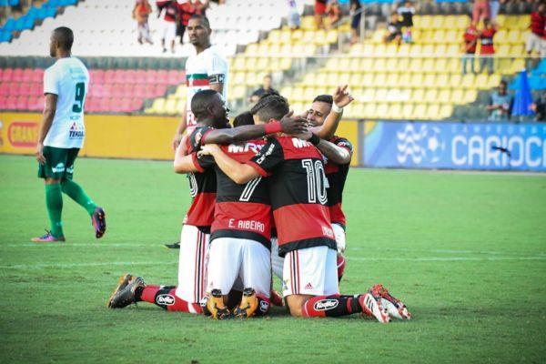 Comemora: Flamengo goleia e garante presença nas semifinais (Foto: CRF)