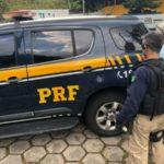 Suspeito tinha mandado de prisão decretado (crédito PRF)