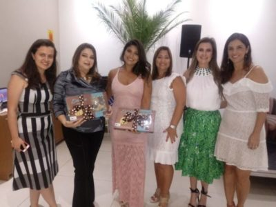 Rosana Paes e Vanessa Pummer com as diretoras da CDL Jovem Laura Castro, Cris Maia, Mônica Laviola e Cristiane lemos