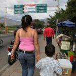 Em busca de uma vida melhor, milhares de venezuelanos têm cruzado as fronteiras com os países. (crédito AB)