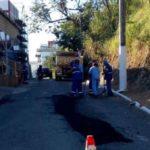 Periferia: Prefeitura de Barra Mansa está fazendo operação tapa buracos nos bairros (Foto: Paulo Dimas)
