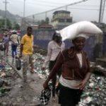 Haitiano vende livros para investir em moradias no seu país (crédito AB)