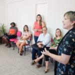 Na secretaria: Evento aconteceu na sede da entidade e contou palestra da coach Karina Lomar e teve a participação de Dayse Penna (Foto: Gabriel Borges - Secom/VR)