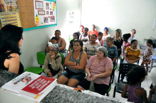 Informações: Moradores receberam diversas orientações sobre saúde, direitos sociais e atividades de lazer. (Foto: Divulgação)