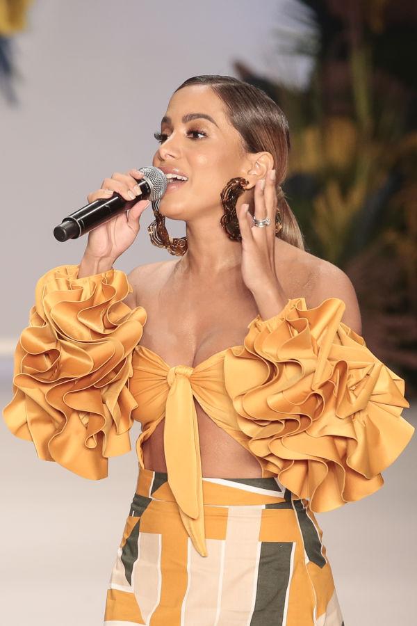 Tropical: Liana trouxe Anitta à passarela mostrando um verdadeiro Brasil tropical