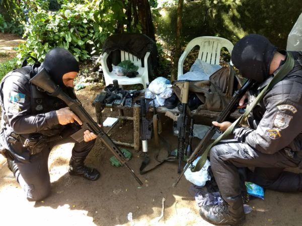 Manhã de tensão em Angra dos Reis, onde bandidos fecham o frade e trocam tiros no Perequê. (crédito Divulgação)