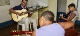 Fundação promove oficina de violão em Mauá