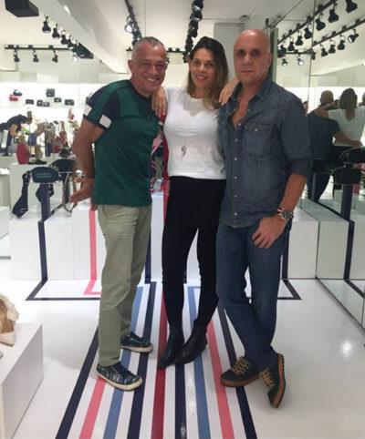 Os empresários Ibian Oliveira e Paulo Drillard com Camila  Almeida, leia se Schutz, movimentam hoje o universo fashion
