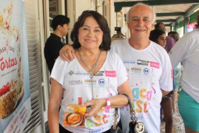 O médico Leniel Bairral Dias (aniversariante do dia) e a enfermeira Rosa Lages Dias, em evento desta coluna