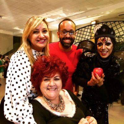 Literalmente o bem sobrepôs ao mal, o resultado foi um grande sucesso o Festas e Negócios edição de Volta Redonda, na foto comemoraram Elisa Fonseca, Ana Paula Delgado, DJ Ranieri e a 'Rainha Má' com sua intacta maçã