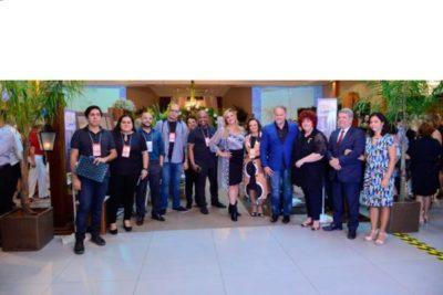 Elisa Fonseca, com equipe de produção com participantes, e convidados na abertura do Festa e Negócios