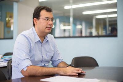 O presidente da Empresa de Processamento de Dados, Matheus Moreira, apresentando o projeto Cercas Inteligentes (Foto: Gabriel Borges)