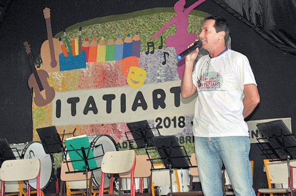 Itatiart: Evento contou com cerca de 300 pessoas, e teve como programação a apresentação do Coral Juvenil da Rede Municipal, leitura de obras de Monteiro Lobato (Foto: Divulgação)