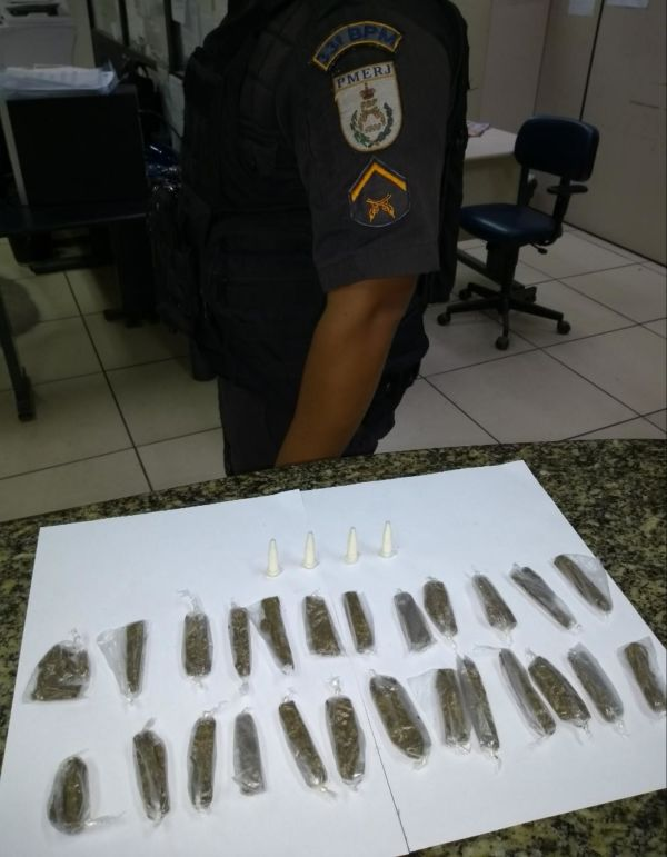 Polícia apreende drogas na Ilha das Cobras (crédito PM)