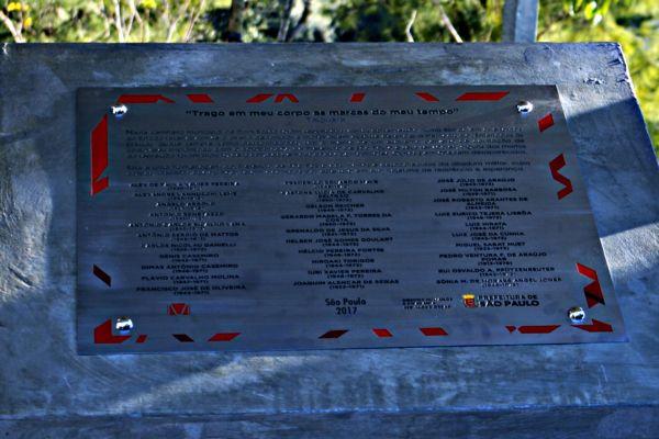 Mortos na ditadura: Placa homenageia vítimas dos governos militares (Foto: Fotos Públicas)