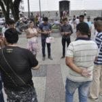 Na praça: Sara Winter expõe suas ideias no Centro de Barra Mansa (Foto: Paulo Dimas)
