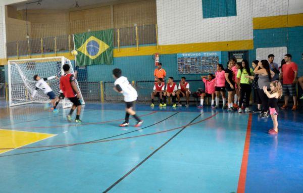 Em Volta Redonda: Programa atende estudantes de seis a 17 anos nos 10 ginásio poliesportivos do município. (Foto: Divulgação.)