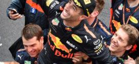 Ricciardo fecha fim de semana perfeito com vitória em Mônaco