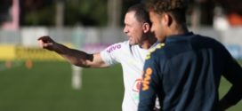 Seleção brasileira faz primeiro treino coletivo na Granja Comary