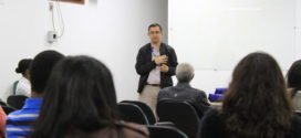 Representante do consulado americano visita  UniFOA