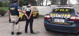 Jovem é preso com táxi furtado na Via Dutra