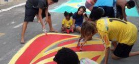 Em clima da Copa, moradores decoram rua do bairro Niterói, em Volta Redonda