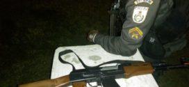 Criminosos fogem e abandonam réplica de fuzil em Resende