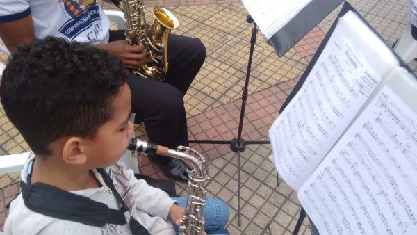 Corporação Musical Nossa Senhora do Rosário, numa apresentação ao ar livre, em Quatis