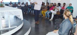 Agentes comunitários recebem curso de Cuidador de Idosos