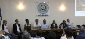Candidatos a deputado estadual falam  de propostas em encontro na Aciap-BM
