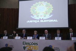 Rosa Weber contesta questionamentos sobre segurança das urnas e fala de fake news