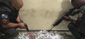 PM apreende 53 pinos de cocaína e mais de 200 trouxinhas de maconha