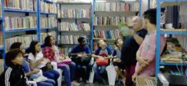 Florista transforma paixão por livros em biblioteca em Volta Redonda