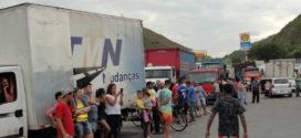 Caminhoneiros da região começam paralisação nesta segunda