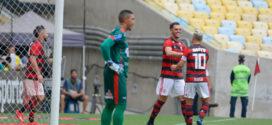 Com polêmica, Flamengo bate Bangu de virada