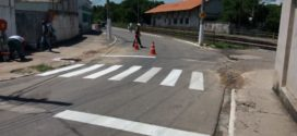 Sinalização de trânsito é reforçada perto de escolas